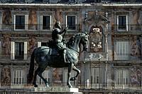Equestrian statue in front of building, Casa De La Panaderia, Castille_La Mancha, Madrid, Spain