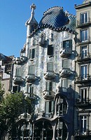 Low angle view of building, Barcelona, Catalonia, Spain