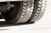 Rear wheels of heavy trucks