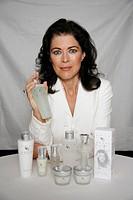 Kruse, Anja, * 5 8 1957, deut Schauspielerin, präsentiert ihre eigene Kosmetiklinie my elements, 12 10 2006, Kosmetik, kosmetische Produkte, Beauty, P...