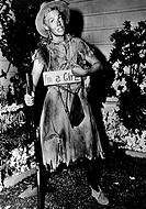 Hutton, Betty, 26 2 1921 - 12 3 2007, US Sängerin und Schauspielerin, Ganzfigur, Filmszene, 1950, eigentlich: Elizabeth June Thornburg, Schild, I´m a ...