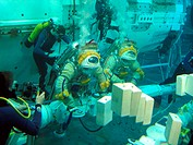 European robotic arm simulation  Divers and astronauts in a water tank, testing the European Robotic Arm ERA, which will be used on the International ...