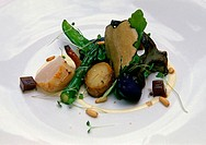 Tubers and vegetables with scallops and truffles. Restaurant El Corral del Indiano. Arriondas. Asturias. Spain.