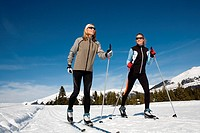 Women skiing