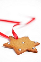 Gingerbread star decorated with silver balls