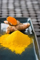 Tumeric powder and fresh tumeric