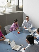 Businesspeople in a meeting (thumbnail)