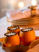 Orange clove candle (thumbnail)