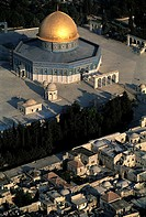 Israel, Jerusalem, aerial view of the Dome of the Rock (thumbnail)
