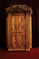Israel, Jerusalem, synagogue, old wardrobe used for storing sacred texts (thumbnail)