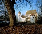 Germany. Hergatz, Upper Argen, Allgaeu, Swabia, Bavaria, Hergatz-Syrgenstein, castle Syrgenstein, renaissance, late autumn, autumnal, wintry, rest sno...