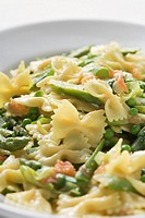 Farfalle with vegetables