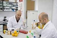 Molecular Biology Laboratory. Preparing samples to detect the addition of tangerine to orange juice with DNA techniques. AZTI-Tecnalia. Technological ...
