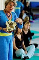 Amsterdam, a group of pregnant women is taking part in a yoga course with a yoga trainer, who is demonstrating the pelvis bones
