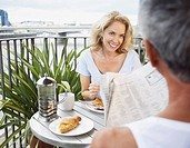Couple eating breakfast outdoors