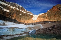 Icebergs on the shore of a meltwater lake below Angel Glacier and Mount Edith Cavell  Part of the Banff-Jasper Rocky Mountain World Heritage Site, Jas...