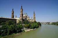Basilica of Nuestra Señora del Pilar and Ebro river, Zaragoza. Aragón, Spain