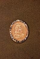 Medaillen, Medaille, Metall, Kunst, Kunsthandwerk, Gold, enamel, Lorbeerkranz, Medaillon, Schmuck, Gnadenpfennig, Orden, Vorderseite, Brustbild, Portr...