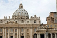 Statues on the wall of a church, St  Peter's Square, St  Peter's Basilica, Vatican, Rome, Italy