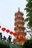 People celebrating the lantern festival in Luoxing tower park, Mawei District , Fuzhou City, Fujian Province, People´s Republic of China, FOR EDITORIA...