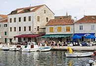 Croatia, Dalmatia, island Hvar, Stari degree, harbor, promenade, pavement cafés, passers-by, boats, sea, Mediterranean, Adriatic, Croatian, coast, pla...