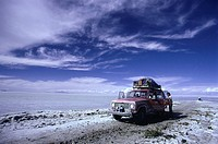 Bolivia, Altiplano, Salar de Uyuni, off-road vehicles, tourists, no models plateau, lake,salt-lake,salt-settlements, release, South America, view, hor...