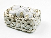 Garlic in basket (thumbnail)