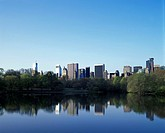 LAKE CENTRAL PARK. MIDTOWN SKYLINE. MANHATTAN NEW YORK. USA