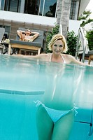 View of a woman underwater in a swimming pool (thumbnail)