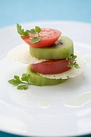 Kiwi and tomato slices