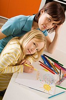 Mother drawing with her daughter 8_9, portrait