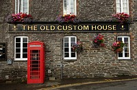 Cornwall, the old custom house restaurant and hotel in Padstow