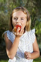Portrait of girl 5_6 eating apple