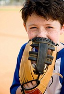 Portrait boy with catcher´s mitt