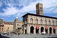 italy, emilia romagna, bologna, piazza maggiore, palazzo del podestà