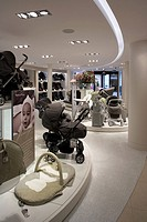 MAMAS & PAPAS STORE, REGENT STREET, LONDON, W1 OXFORD STREET, UK, FOUR IV DESIGN, INTERIOR, GROUND FLOOR, LOOKING TOWARDS THE REAR OF THE STORE WITH I...