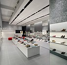 KURT GEIGER SHOP, LIVERPOOL, MERSEYSIDE, UK, FOUND ASSOCIATES, INTERIOR, LANDSCAPE VIEW OF CENTRAL DISPLAY REFLECTION