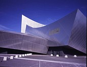 IMPERIAL WAR MUSEUM NORTH, SALFORD, MANCHESTER, GREATER MANCHESTER, UK, DANIEL LIBESKIND, EXTERIOR, VIEW FROM SIDE LOOKING WEST SHOWING TOWER