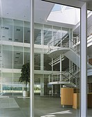 FORUM 4, SOLENT BUSINESS PARK, WHITELEY WAY, WHITELEY, HAMPSHIRE, UK, MICHAEL AUKETT ARCHITECTS LTD, INTERIOR, VIEW ACROSS ATRIUM