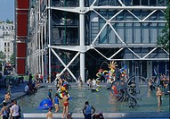 POMPIDOU CENTRE, PARIS, FRANCE, RENZO PIANO BUILDING WORKSHOP/RICHARD ROGERS PARTNERSHIP, EXTERIOR, EXTERIOR WITH FOUNTAIN