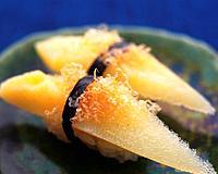 Kazunoko, hand shaped sushi