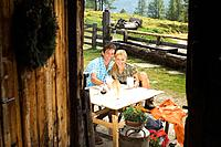 Austria, Salzburger Land, couple drinking milk