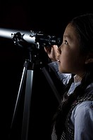 A girl with a telescope (thumbnail)