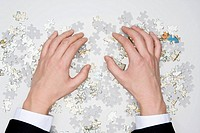 Human hand holding jigsaw puzzle, close_up
