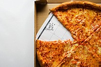 A pizza and a calendar saying start diet