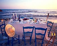 Twilight dinner at the beach
