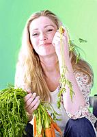 Blonde woman with carrots (thumbnail)