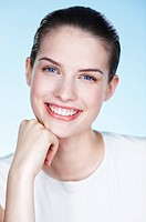 Portrait of smiling young woman (thumbnail)