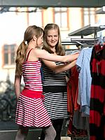 Two girls shopping (thumbnail)