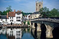 Pub on Riverbank, River Thames, Henley on Thames, Buckinghamshire, England